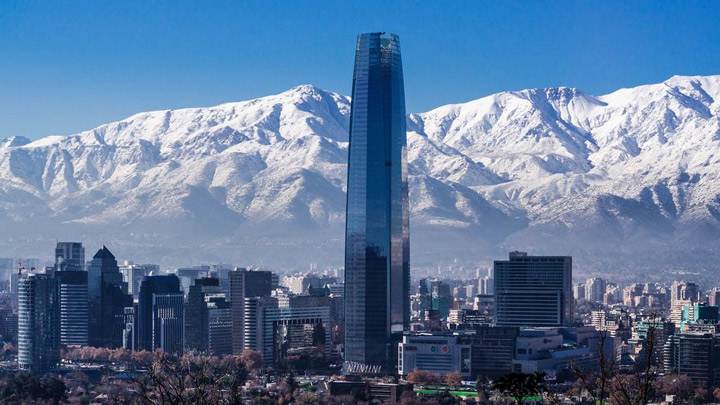 Explore the most famous attractions of the Capital of Chile and its surroundings!